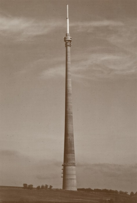 emley_moor_transmitting_station_1.jpg650x963.95