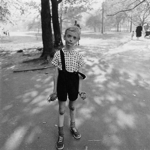 Diane-Arbus-Child-with-Toy-Hand-Grenade-in-Central-Park-New-York-City-1962