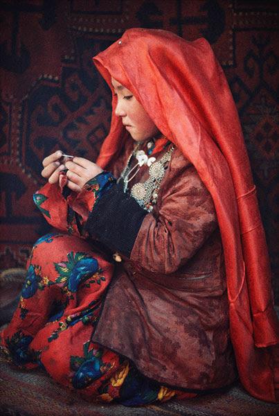 Young Kirghiz girl, (Afghan Pamir), 1971 ©Roland & Sabrina Michaud