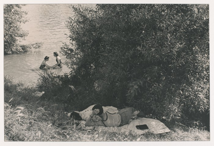 Henri Cartier-Bresson, First paid vacations, Seine, France, 1936. Gelatin Silver Proof, print made in 1946, Collection Fondation Henri Cartier-Bresson, Paris © Henri Cartier-Bresson / Magnum Photos, courtesy Fondation Henri Cartier-Bresson . Photo: Philippe Migeat / Centre Pompidou.