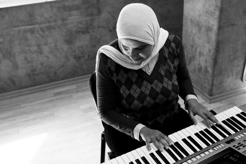 © Ahmed Hayman, for Reporting Change. Seeing Without Looking. Heba has a beautiful, strong singing voice. She plays the piano and is a member of the choir at the Banat Al Noor association.