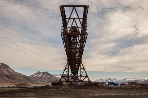 Gina Glover: The Titan Crane, Hotellneset Cool Harbour. Longyearbyen, Spitsbergen, Nowrway 2012